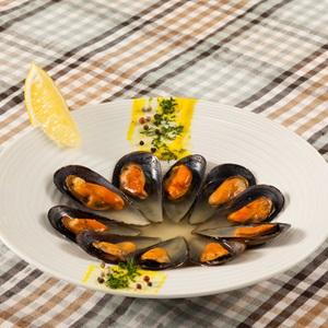 Οστρακάδα μυδιών σε ζωμό ψαριού & μουστάρδα dijon