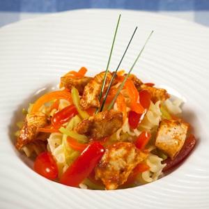 Βίδες ρυζιού με φιλέτο κοτόπουλου και λαχανικά