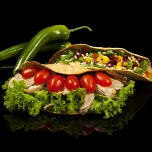 Τορτίγια με κοτόπουλο, τριλογία ρυζιού και λαχανικά