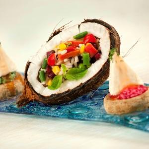 Τηγανιτό ρύζι με ζωμό λαχανικών, χυμό καρύδας και ρόδι